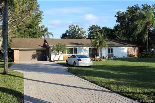 Photo of 4910 SW 164th Ter, Southwest Ranches, FL 33331 (MLS # A10961174)