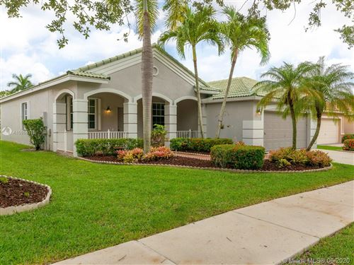 Photo of 4002 Pinewood Ln, Weston, FL 33331 (MLS # A10866175)