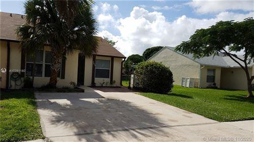 Photo of 163 Pinewood Ct, Jupiter, FL 33458 (MLS # A10961180)