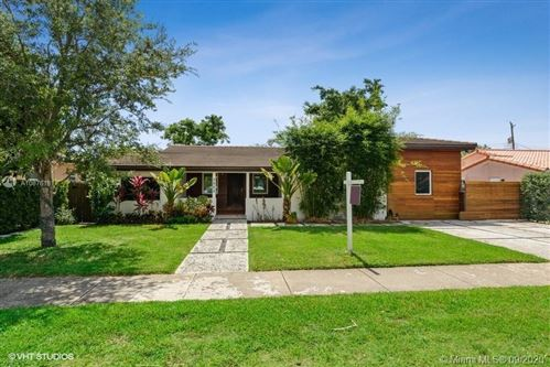Photo of Listing MLS a10876181 in 3953 SW 60th Ave Miami FL 33155