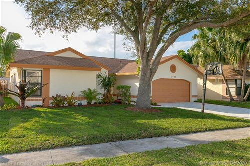 Foto de inmueble con direccion 3151 NW 109th Ter Sunrise FL 33351 con MLS A10862183