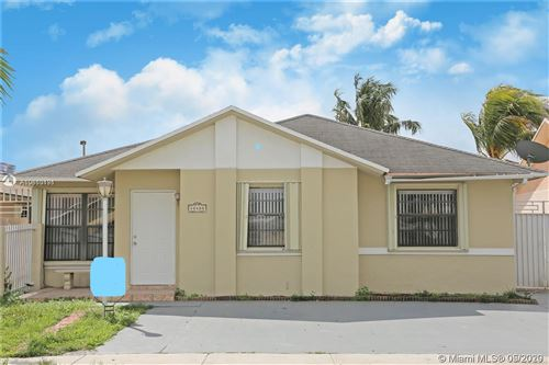 Foto de inmueble con direccion 10480 SW 211th St Cutler Bay FL 33189 con MLS A10860191