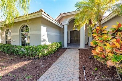 Photo of Listing MLS a10794192 in 2717 Edgewater Ct Weston FL 33332