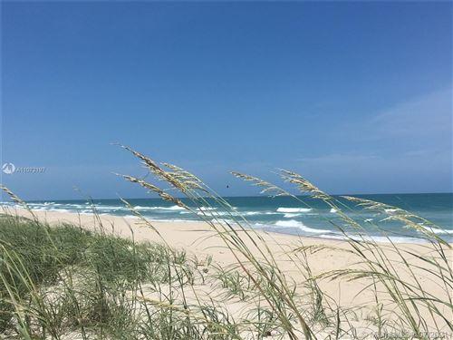 Photo of 1551 E Shorelands Dr E, Vero Beach, FL 32963 (MLS # A11072197)