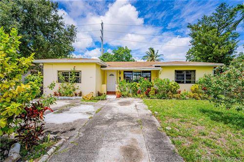 Foto de inmueble con direccion 1371 NE 161st St North Miami Beach FL 33162 con MLS A10858198