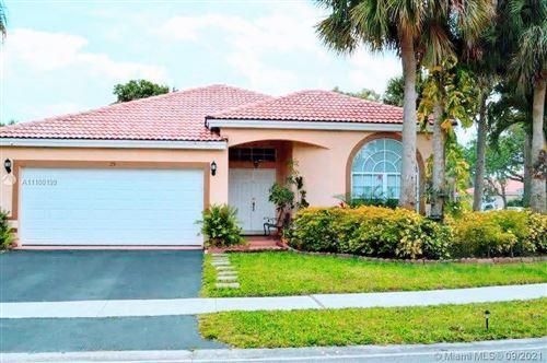 Photo of 25 Gables Blvd, Weston, FL 33326 (MLS # A11100199)