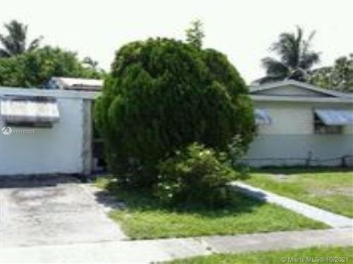 Photo of 341 SW 67th Ave, Pembroke Pines, FL 33023 (MLS # A11108205)