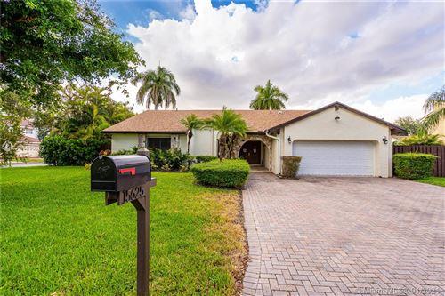 Photo of 15625 SW 55th St, Miami, FL 33185 (MLS # A10990207)