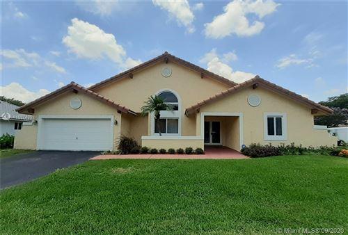 Photo of 1501 E Oak Knoll Cir, Davie, FL 33324 (MLS # A10874208)