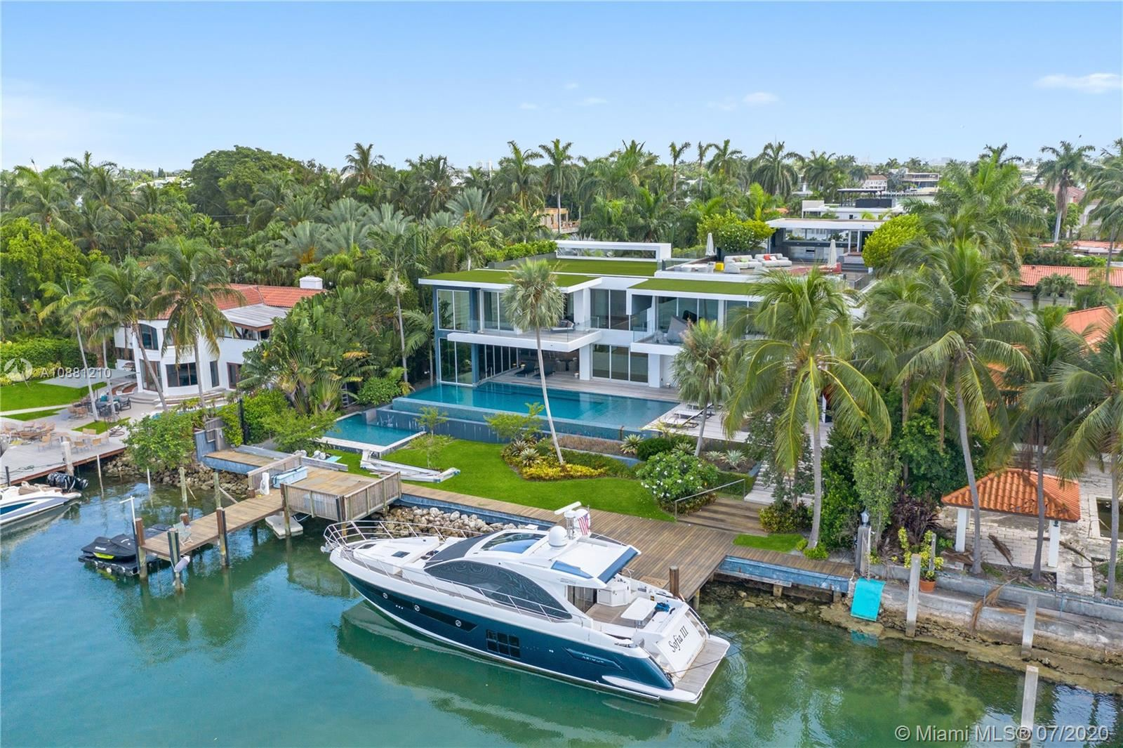 Photo 1 of Listing MLS a10881210 in 370 S Hibiscus Dr Miami Beach FL 33139