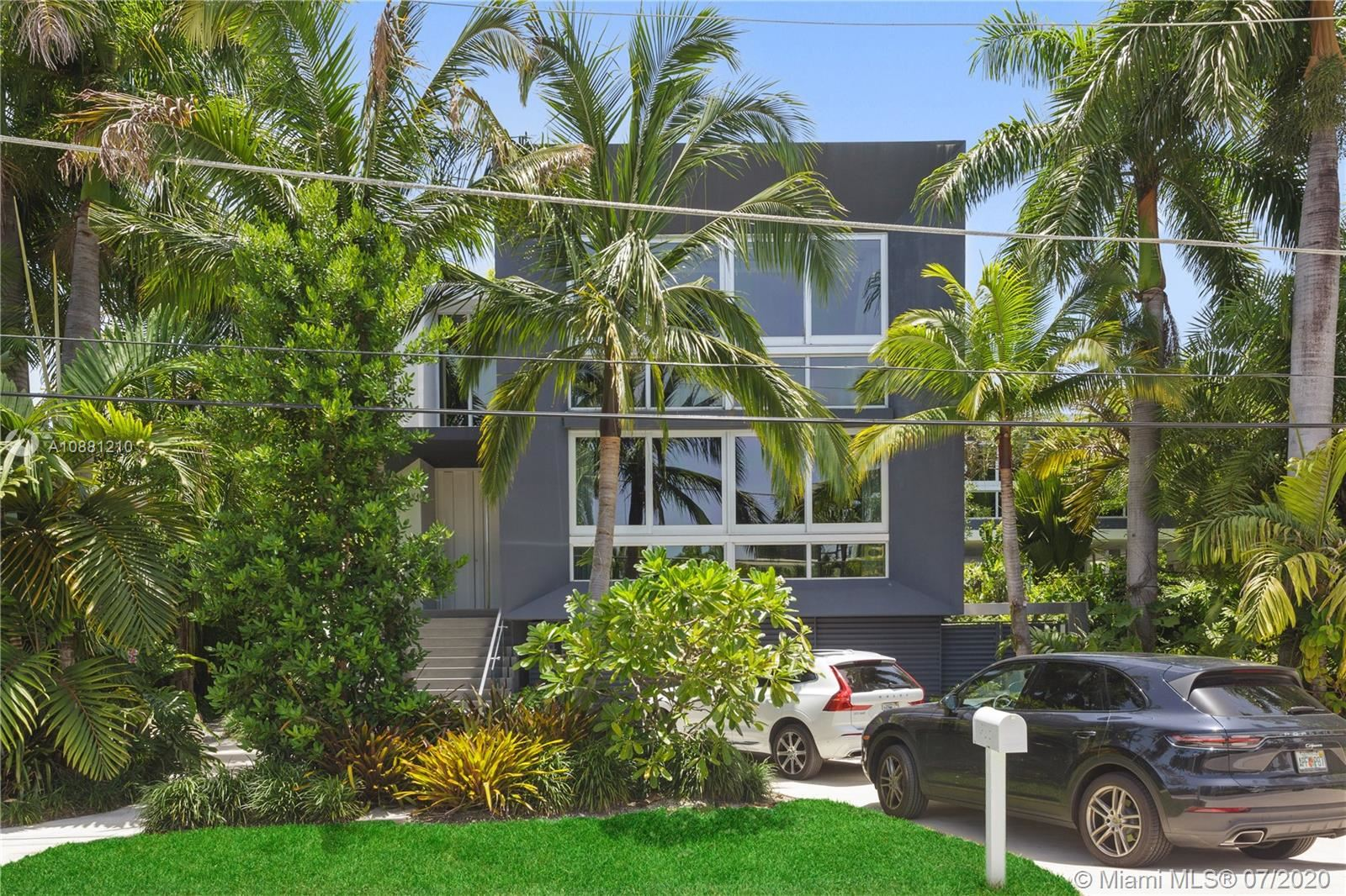 Photo 2 of Listing MLS a10881210 in 370 S Hibiscus Dr Miami Beach FL 33139
