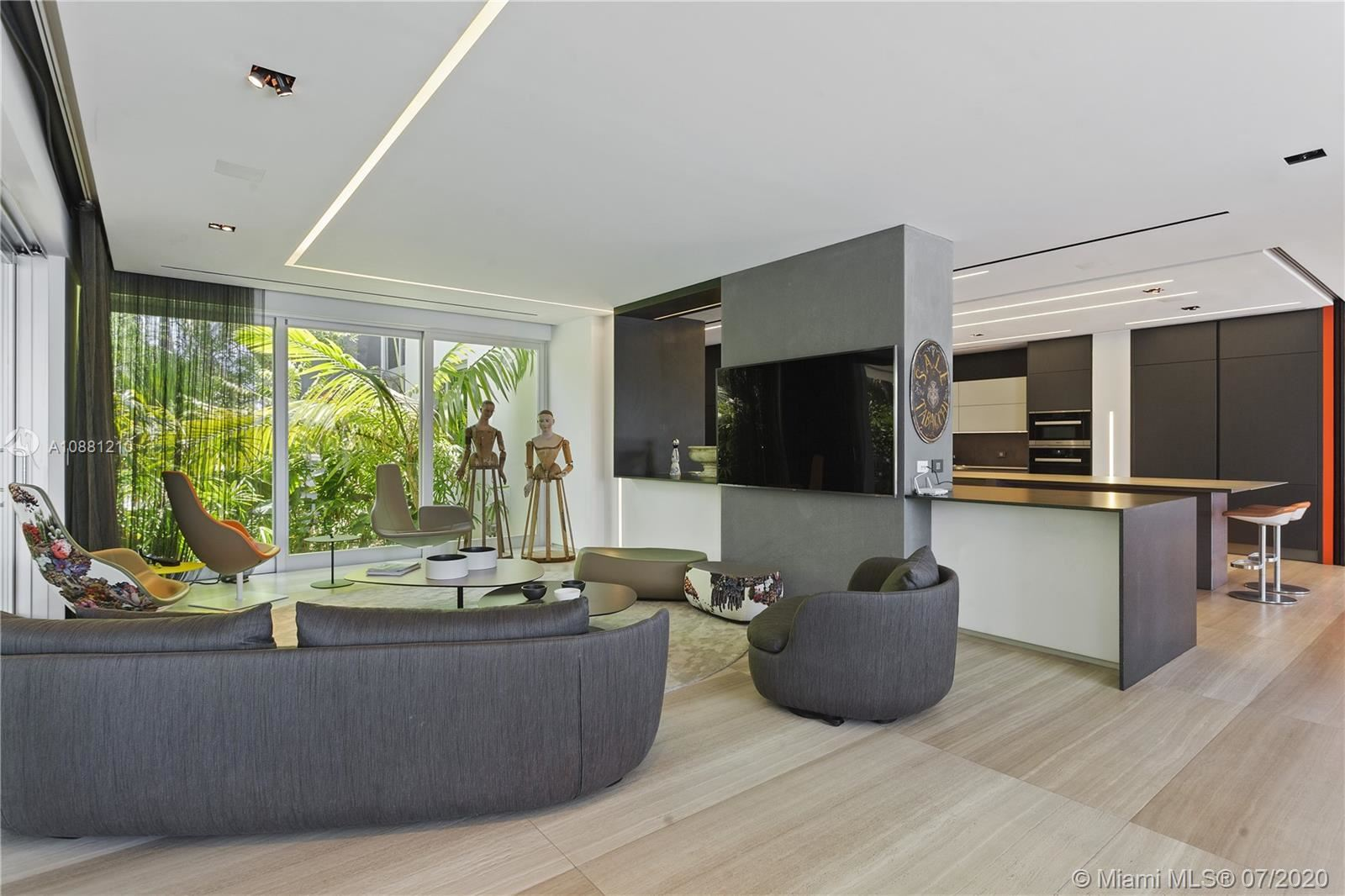 Photo 10 of Listing MLS a10881210 in 370 S Hibiscus Dr Miami Beach FL 33139