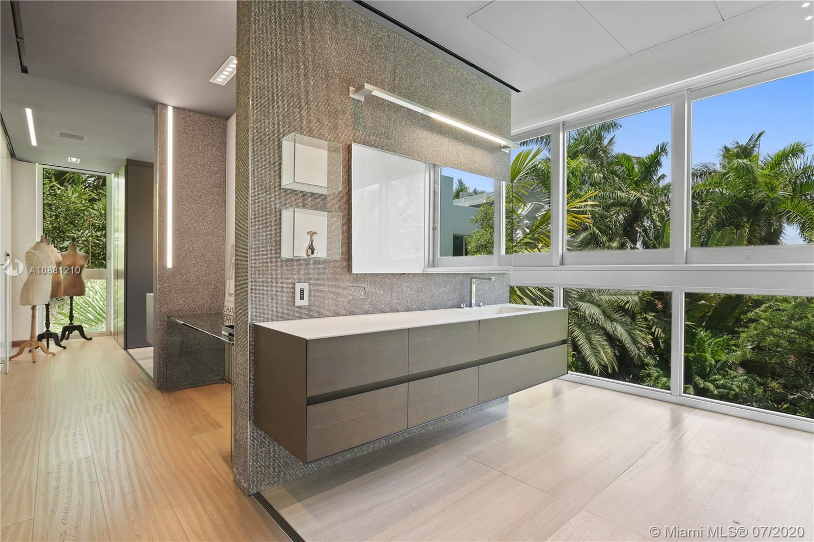 Photo 18 of Listing MLS a10881210 in 370 S Hibiscus Dr Miami Beach FL 33139