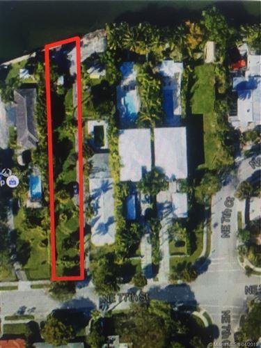 Foto de inmueble con direccion 725 NE 77th ST Miami FL 33138 con MLS A10657212
