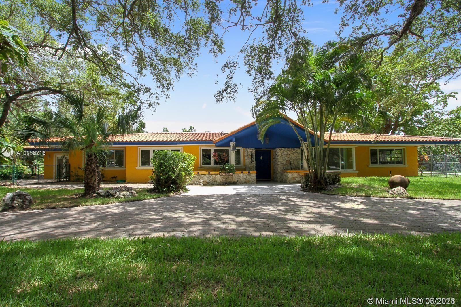 Photo of 7355 SW 104th St, Pinecrest, FL 33156 (MLS # A11076219)