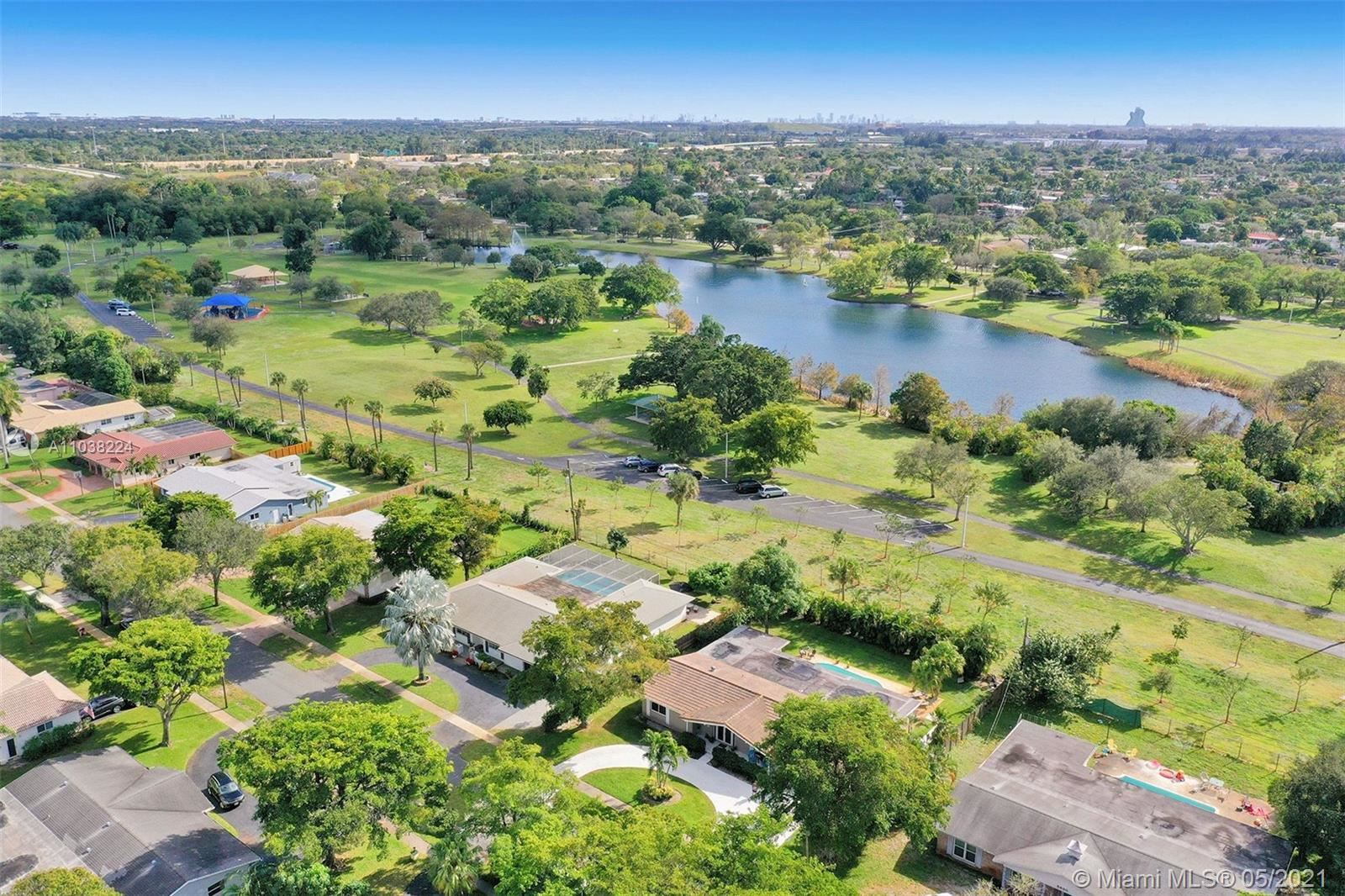Photo of 5760 SW 9th St, Plantation, FL 33317 (MLS # A11038224)