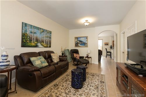 Foto de inmueble con direccion 17453 SW 153rd Path #1 Miami FL 33187 con MLS A10825225