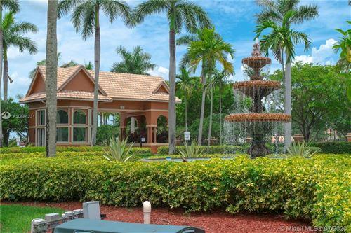 Photo of 124 Isola Cir, Royal Palm Beach, FL 33411 (MLS # A10886231)