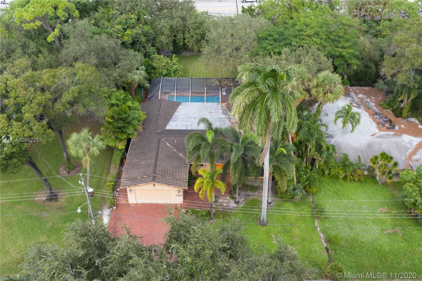 Photo of 1409 SW 12th Ct, Fort Lauderdale, FL 33312 (MLS # A10962233)