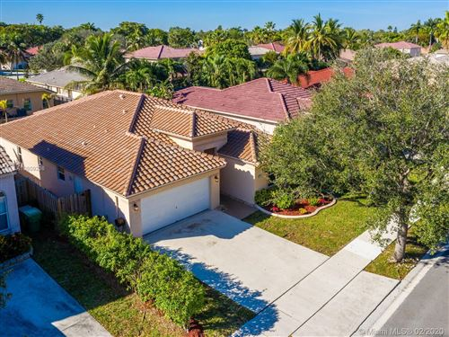 Photo of Listing MLS a10809236 in 13742 N GARDEN COVE CIRCLE Davie FL 33325