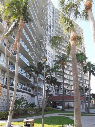 Photo of Listing MLS a10849238 in 2451 Brickell Ave #4L Miami FL 33129