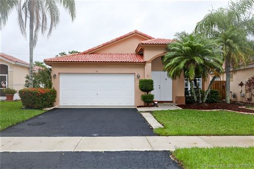 Photo of 10 Gables Blvd, Weston, FL 33326 (MLS # A10865245)