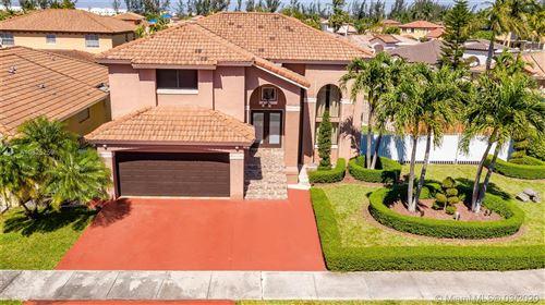 Foto de inmueble con direccion 13229 NW 10th St Miami FL 33182 con MLS A10825259