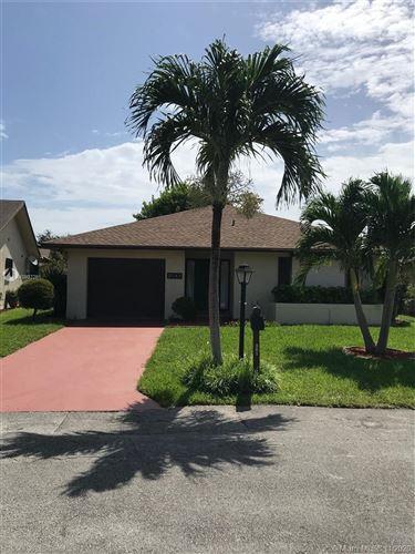 Photo of 2042 SW 17th Cir, Deerfield Beach, FL 33442 (MLS # A10932261)