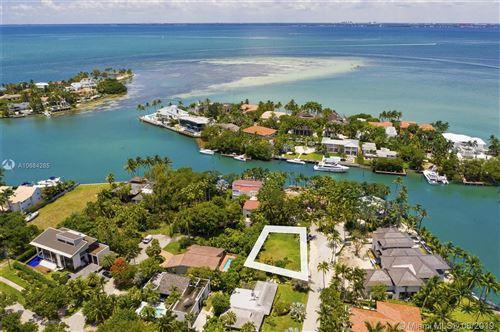 Foto de inmueble con direccion 630 Sunset Cir Key Biscayne FL 33149 con MLS A10684285