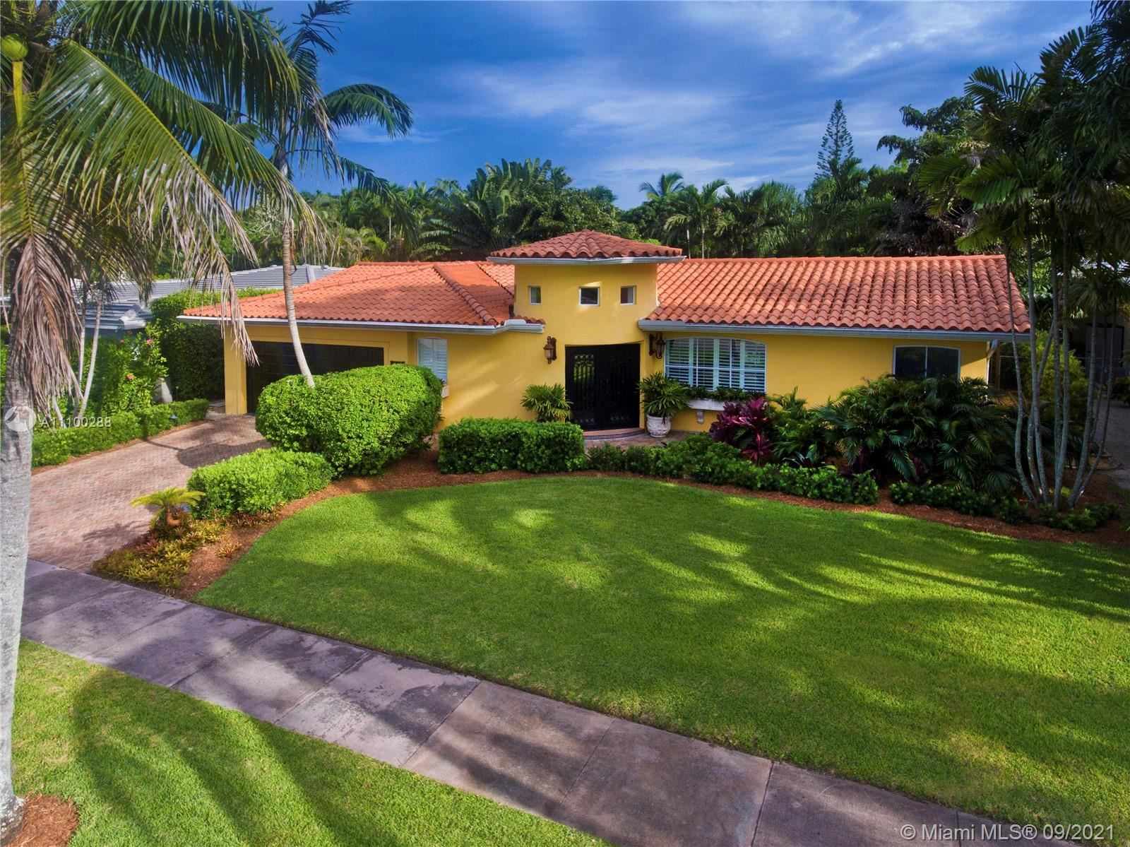 Photo of 422 Luenga Ave, Coral Gables, FL 33146 (MLS # A11100288)