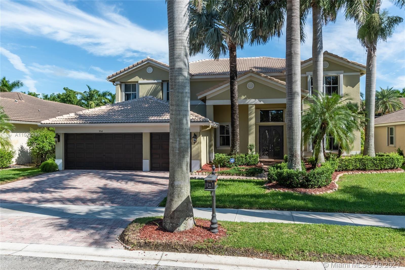 Photo of 904 Stillwater Ct, Weston, FL 33327 (MLS # A11072295)