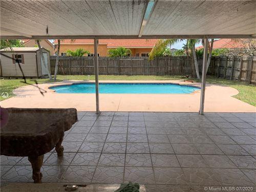 Foto de inmueble con direccion 17856 SW 154th Pl Miami FL 33187 con MLS A10886298
