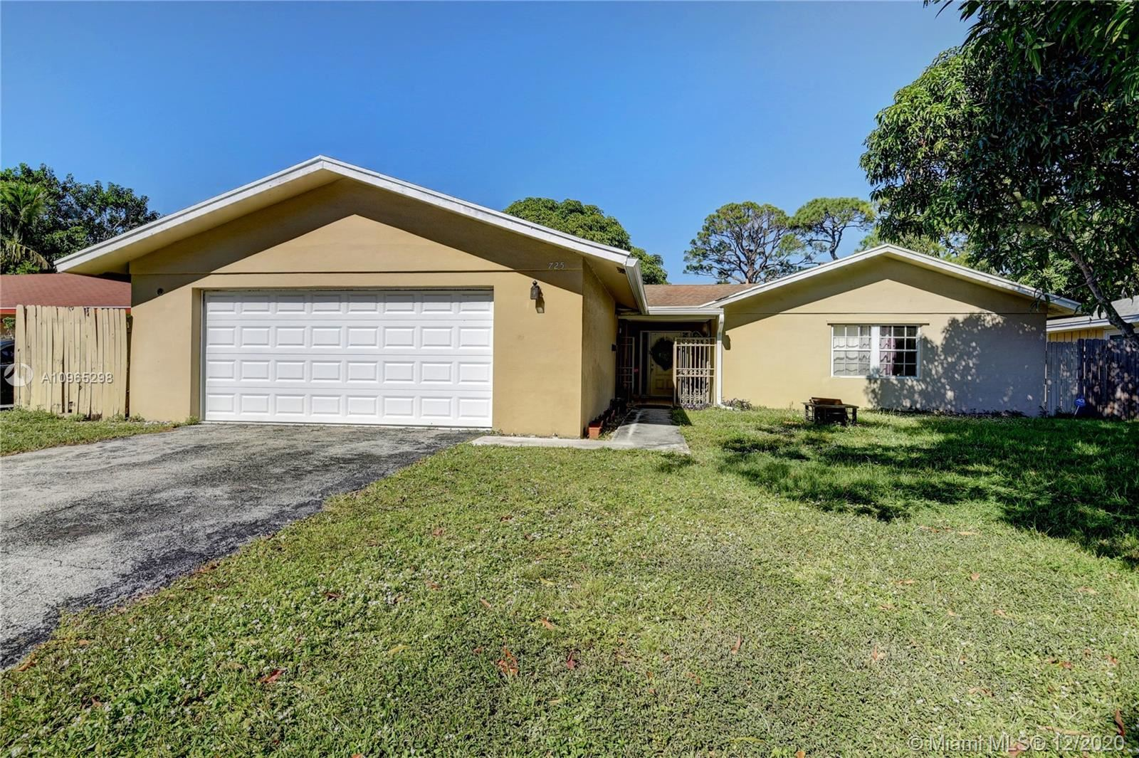 Photo of 725 Place Chateau, Delray Beach, FL 33445 (MLS # A10965298)