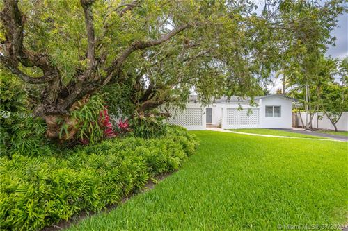 Foto de inmueble con direccion 5230 SW 64th Ct South Miami FL 33155 con MLS A10893301