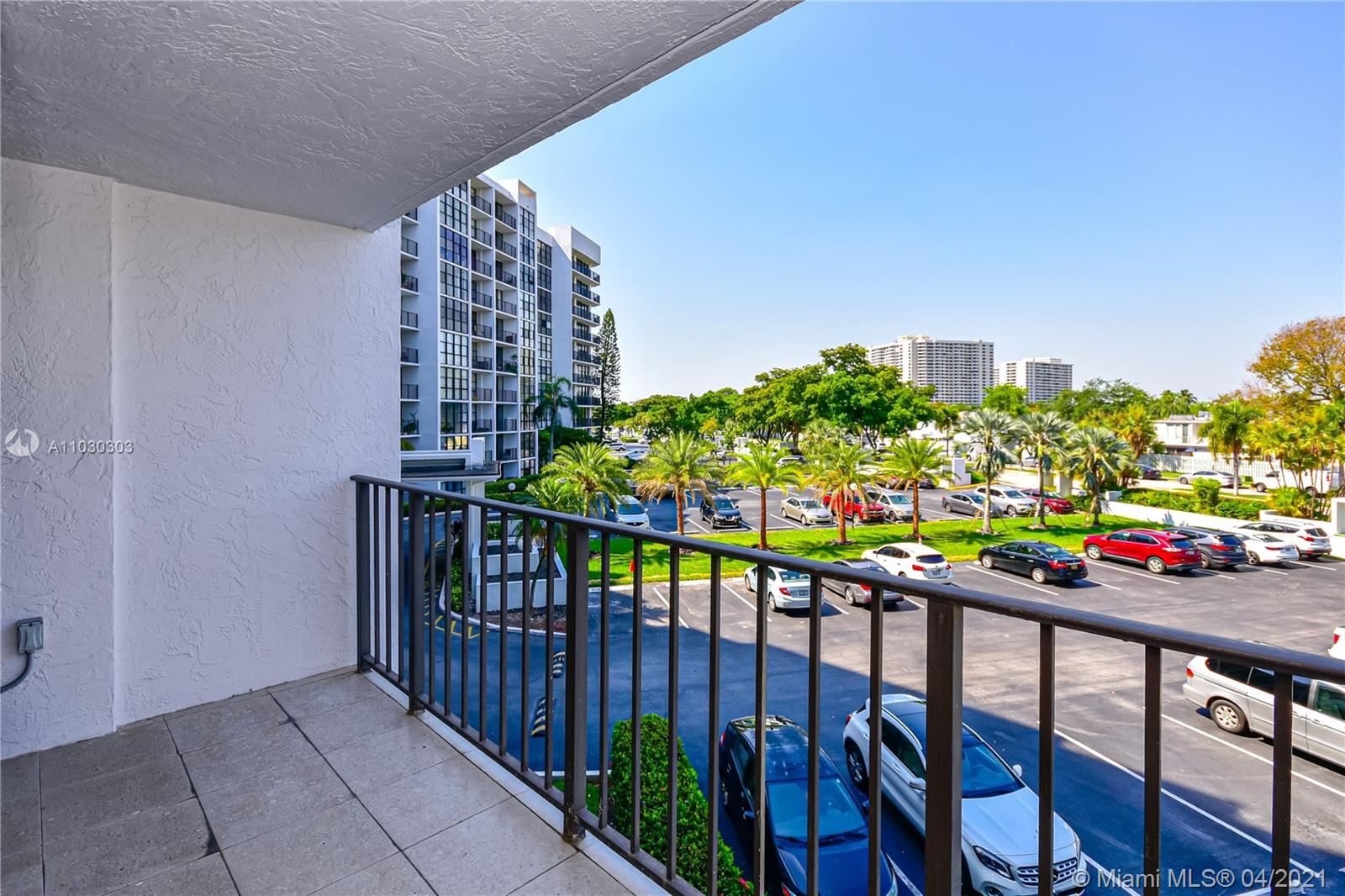 1000 Parkview Dr #307, Hallandale Beach, FL 33009 - #: A11030303