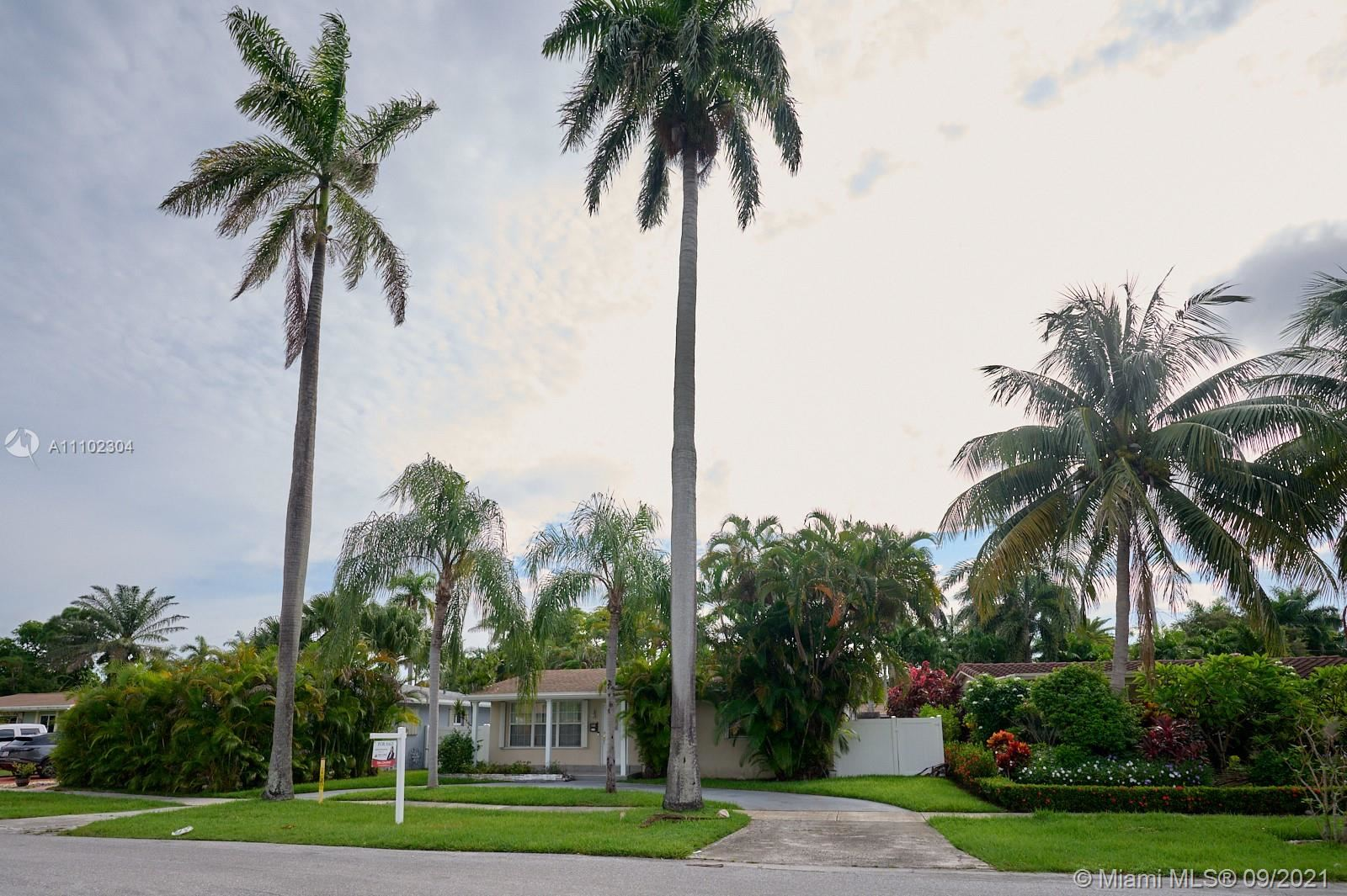 Photo of 1011 N 14th Ave, Hollywood, FL 33020 (MLS # A11102304)