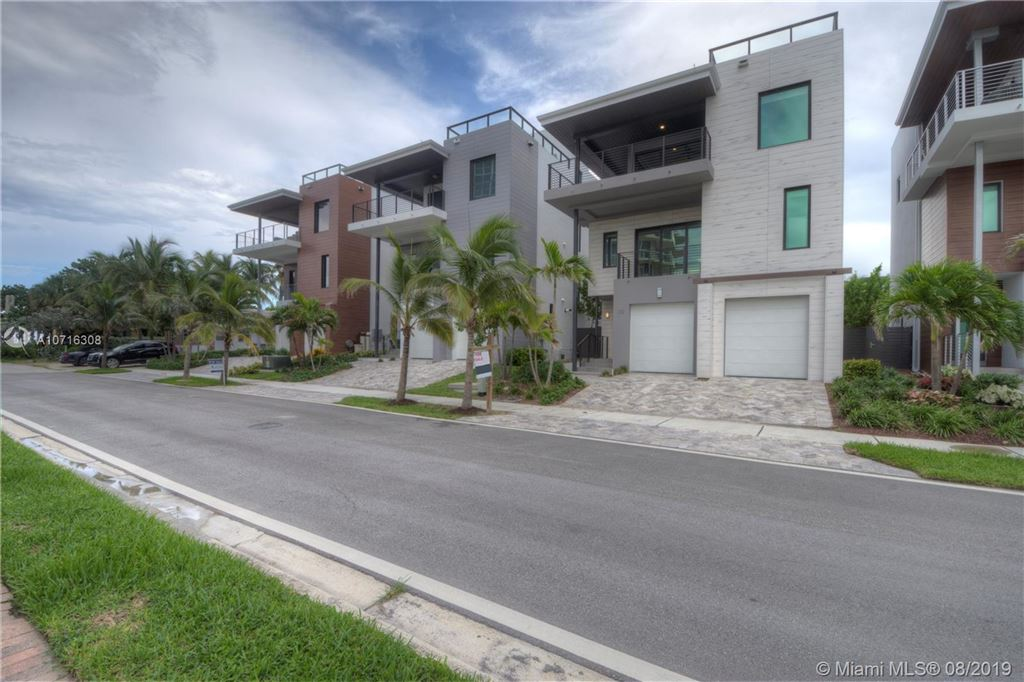 332 Balboa St, Hollywood, FL 33019 - #: A10716308