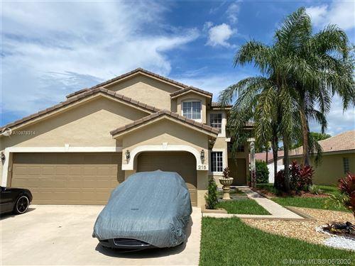 Foto de 215 SW 180th Ave, Pembroke Pines, FL 33029 (MLS # A10878314)