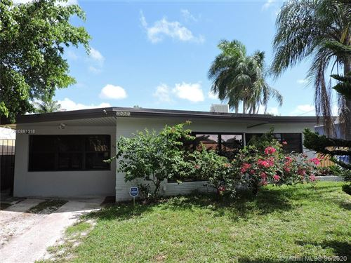 Photo of Listing MLS a10881318 in 2461 Rodman St Hollywood FL 33020