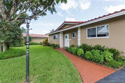 Photo of Listing MLS a10902318 in 7254 E Tropical Way Plantation FL 33317