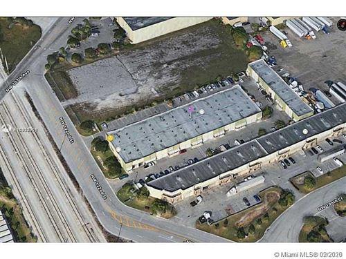 Foto de inmueble con direccion 10601 NW 122nd St #7 Medley FL 33178 con MLS A10923318