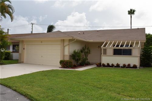 Photo of 8 Afton Pl, Boynton Beach, FL 33426 (MLS # A10929323)
