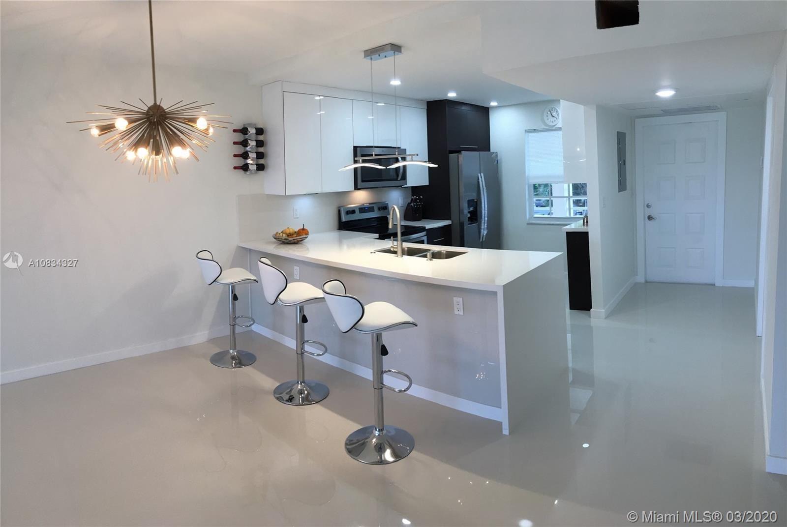 565 Oaks Ln #305, Pompano Beach, FL 33069 - #: A10834327