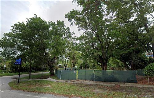Foto de inmueble con direccion 5341 SW 67th Ave South Miami FL 33155 con MLS A10943328