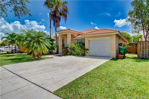 Photo of 432 W Royal Cove Circle, Davie, FL 33325 (MLS # A10884329)