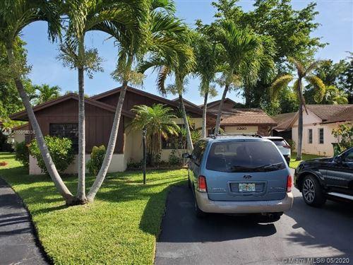 Photo of Listing MLS a10858336 in 2260 Nova Village Dr Davie FL 33317