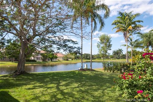 Photo of 962 Golden Cane Dr, Weston, FL 33327 (MLS # A11055340)