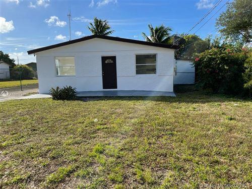 Photo of 5412 SW 18th St, West Park, FL 33023 (MLS # A10997341)