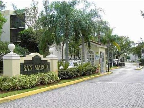 Foto de inmueble con direccion 8810 FONTAINEBLEAU BL #303 Miami FL 33172 con MLS A10899344