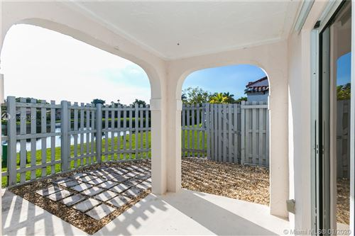 Photo of Listing MLS a10791356 in 1550 Springside Dr Weston FL 33326